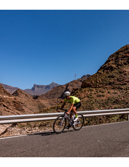 cyclist on Gran Canaria wearing Luxa Canarian Summer lightweight cycling jersey