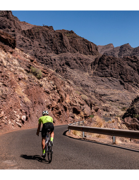 Cycling in Gran Canaria. Make sure you choose a good summer cycling jersey to keep your body cool when cycling in the heat