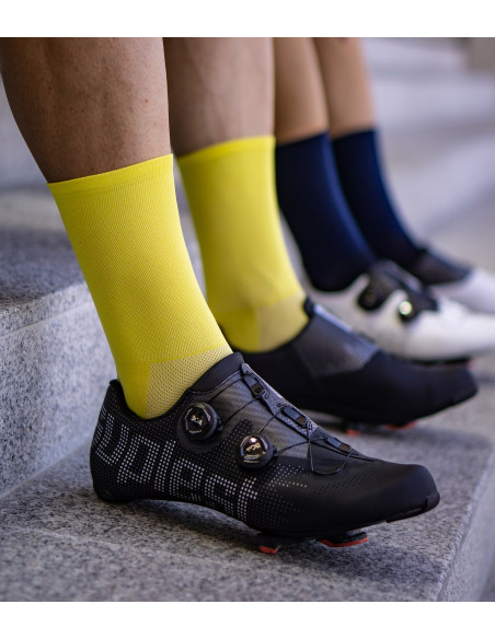 eye-catching look combined with black Suplest road cycling shoes.