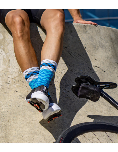 eye-catching cycling socks in blue triangle pattern. High breathable and high-wicking fabric.