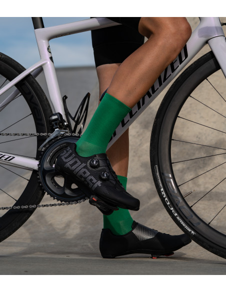 green yarn of the Luxa cycling socks combined with black suplest road shoes