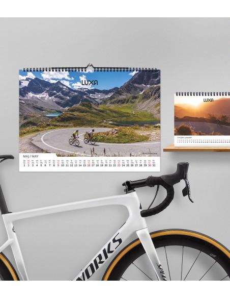 w tym roku dodajemy gratis kolarski kalendarzyk biurkowy A5