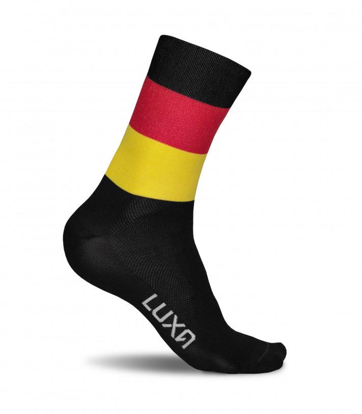skarpetki Luxa w kolorze niemieckiej flagi z poziomymi pasami