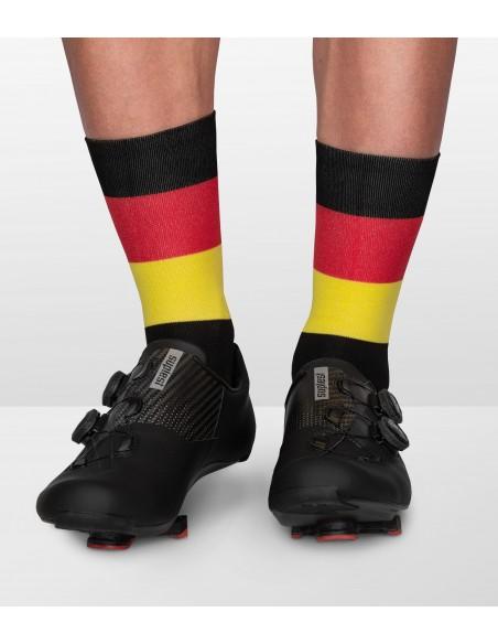 kolory niemieckiej flagi na skarpetkach Luxa inspirowanych państwami i ich barwami