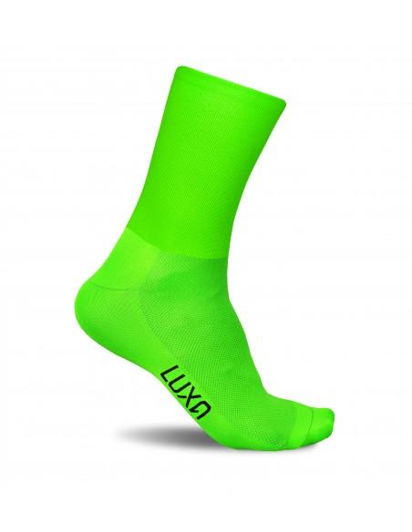 Widoczne skarpety kolarskie Luxa w bezpiecznym zielonym kolorze fluo