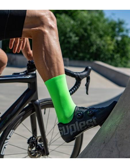 fluorescencyjne zielone skarpetki rowerowe + czarne buty szosowe Suplest