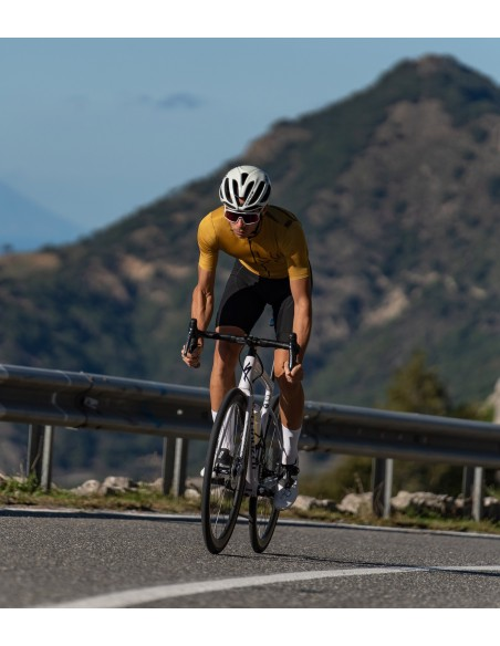 empty roads in Sicily are great for chill ride with friends