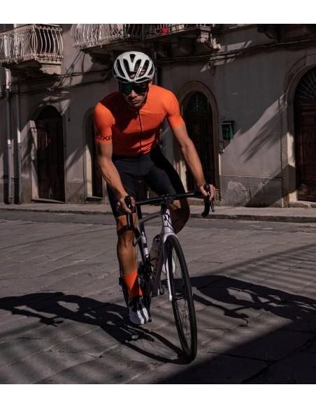 test letniej koszulki Luxa Orange Summer na słonecznych szosach Sycylii. Klasyczny pomarańczowy kolor