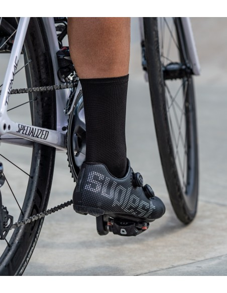Road Specialized tarmac disc 2020 and Suplest shoes + no logo all black cycling socks from Europe