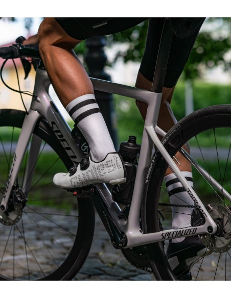 European socks for road cyclists in white color of the yarn and two stripes - better style on the road