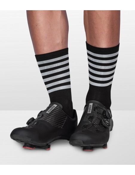 klasyczne skarpetki w paski dookoła stopy