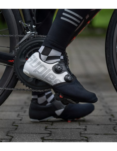 Toe Covers are made of stretchy and waterproof Neoprene adapted to all cycling shoes