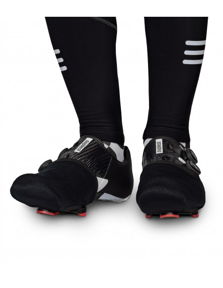 Ocieplacze Luxa typu 'noski' na buty kolarskie w trakcie jazdy rowerem w chłodne dni