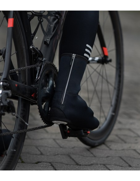 Neoprene cycling overshoes with reflective elements and YKK zipper