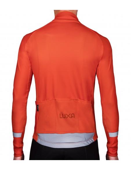 bluza na rower widoczna na drodze w jaskrawych kolorach i odblaskami na plecach