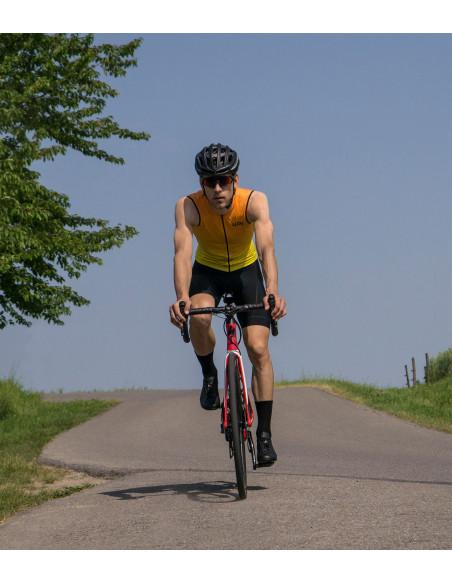 Treningi w bezrękawniku kolarskim w czasie upału to sama przyjemność