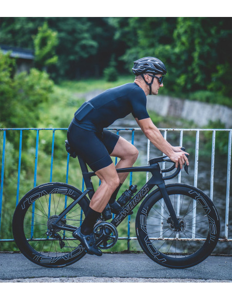 All black cycling kit. Clean style, no logo, unbranded design on bike
