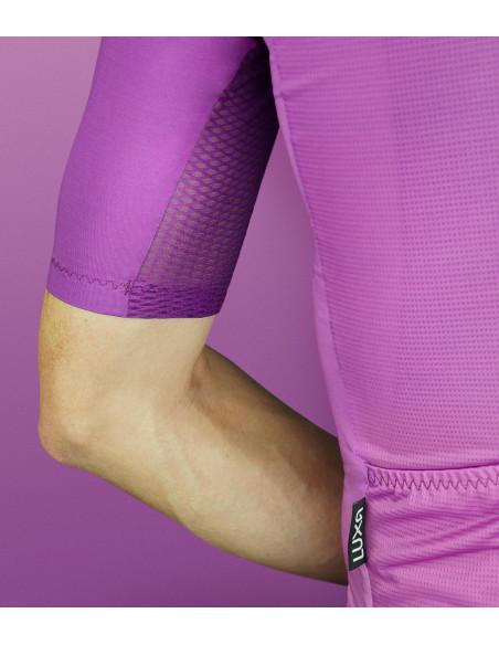 Nasycony fioletowy kolor koszulki kolarskiej Luxa model Aurora.