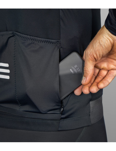 secure zipped pocket at the back for keys and smartphone