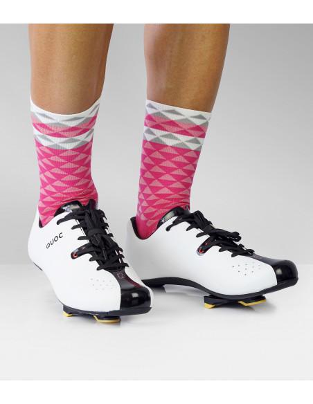 Skarpety Luxa w różowych barwach  i buty szosowe Quoc