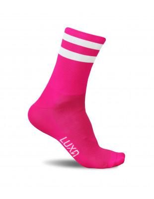 Różowe skarpety marki Luxa. Intensywny kolor, krój dostosowany do kolarzy