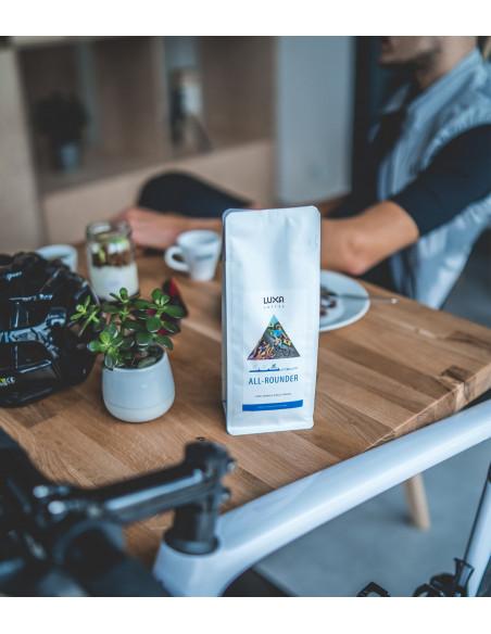 Kawa dla rowerzystów wypalana w Polsce. Przerwa w kawiarni Monko