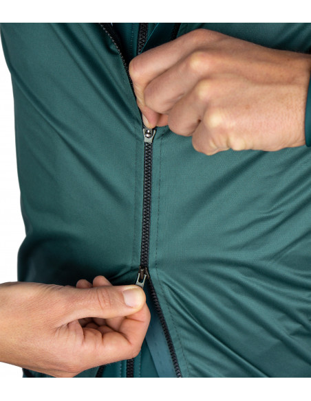 two-way zipper allows you keep items from rear jersey's pocket