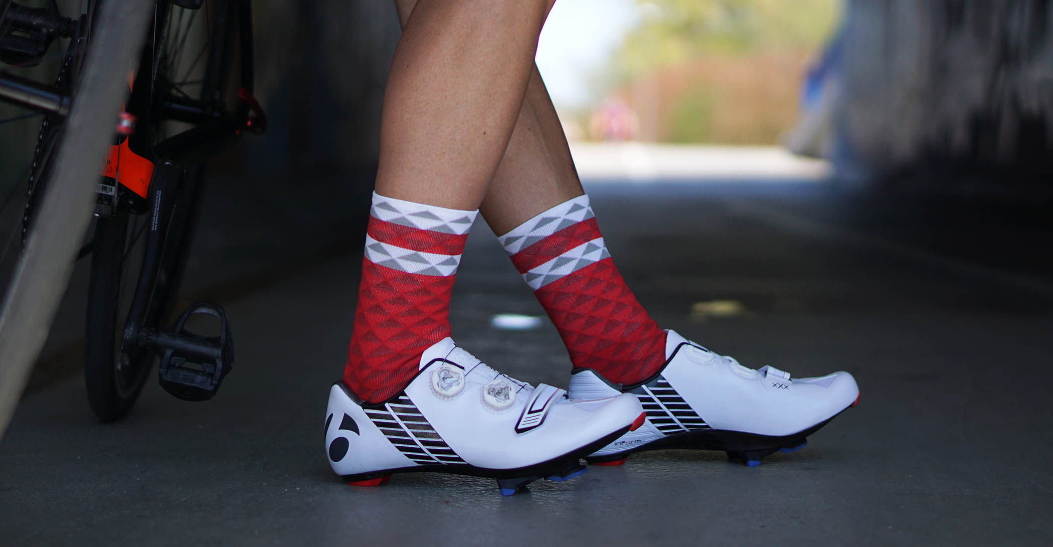 socks for road cyclists in red pattern made in europe