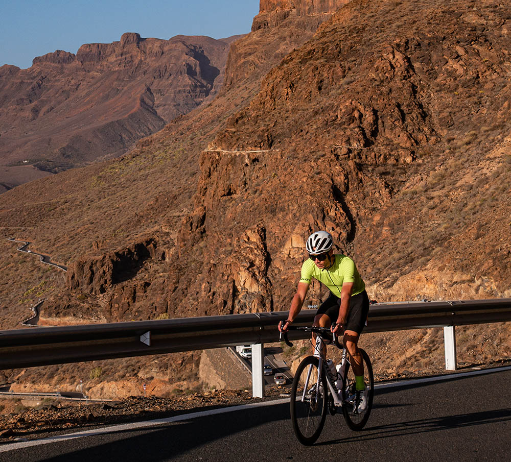 cycling during sunset in Gran Canaria with canarian summer jersey