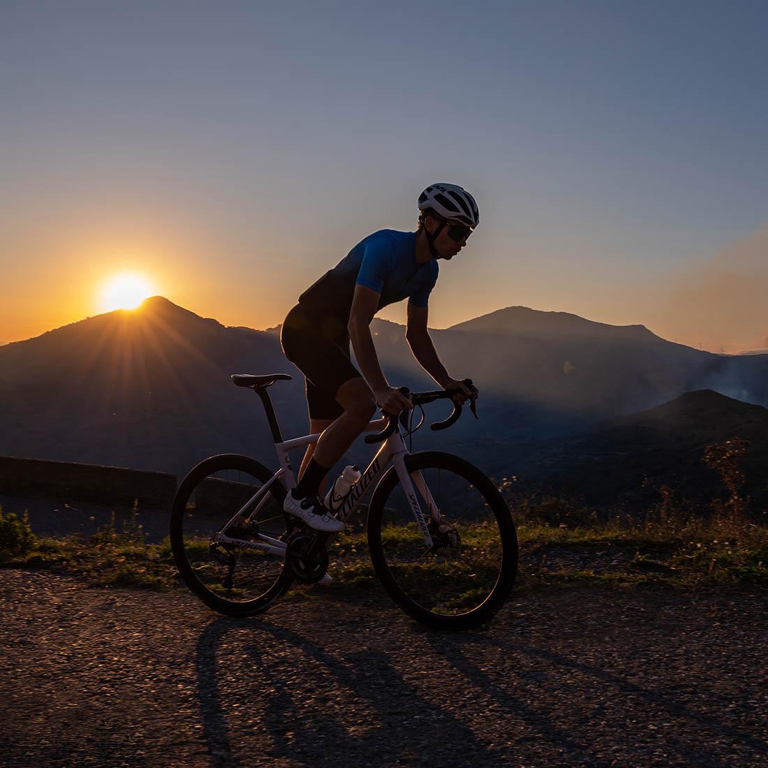 piękne okoliczności przyrody na włoskiej wyspie Sycylia - idealne miejsce do uprawiania kolarstwa