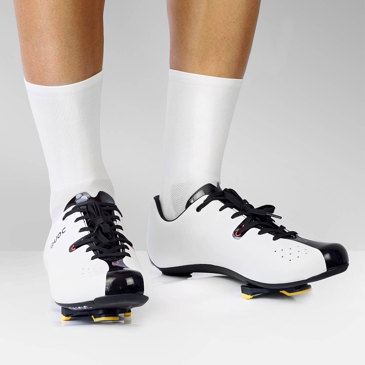 Bez logo - wysokie (odpowiednie)białe skarpety kolarskie Luxa dla rowerzystów. Buty szosowe QUOC